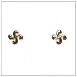 Boucles oreilles puces croix basque or 18 carats de la bijouterie Loustau et vendues sur sa boutique en ligne bijoux-basque.com